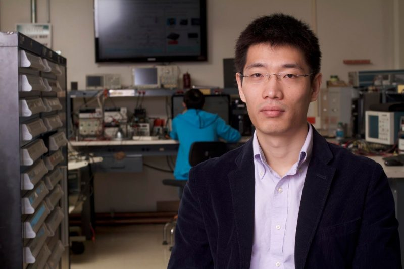 Qiang Li portrait standing up in his lab